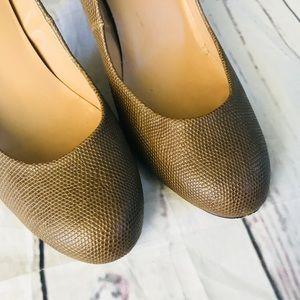 Ann Taylor brown snake skin textured pump size 8.5